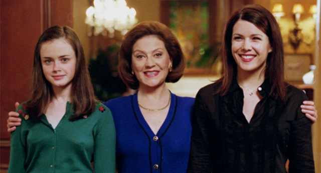 A Clue In This Photo Suggests One Of The Gilmore Girls Is Pregnant, According To Fans