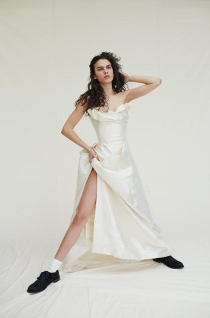 Viviene Westwood Wedding Dresses.Carrie Bradshaw S Sex And The City Vivienne Westwood Wedding