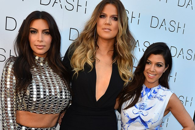 This Awkward Photo Of Kim and Kourtney Covering Khloe's Baby Bump Will Make Your Day