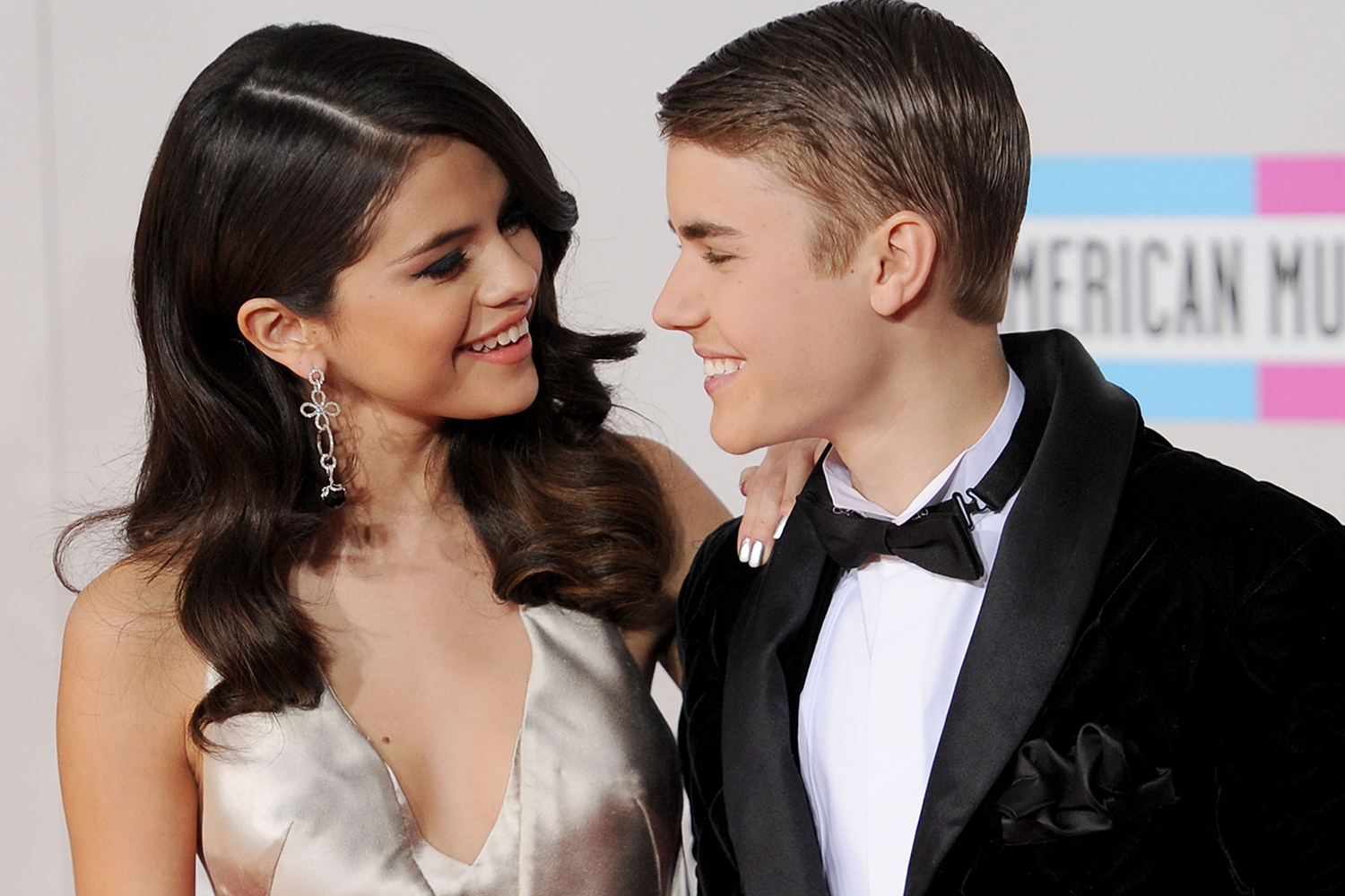 Justin Bieber Selena Gomez Are Officially Back Together ...
