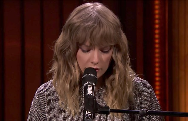 Taylor Swift Sang For Jimmy Fallon After He Revealed His Mum Had Passed Away