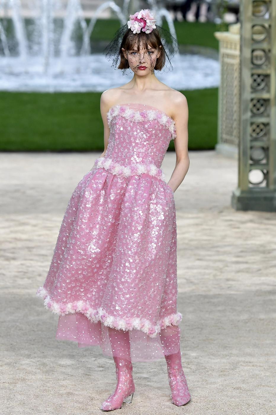 Paris Haute Couture Week: Chanel\'s Breathtaking Show | Marie Claire ...