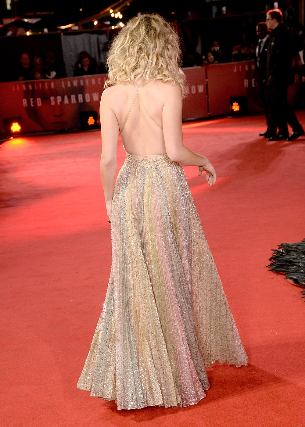 Jennifer Lawrence Bares Cleavage In Glam Gown At Red
