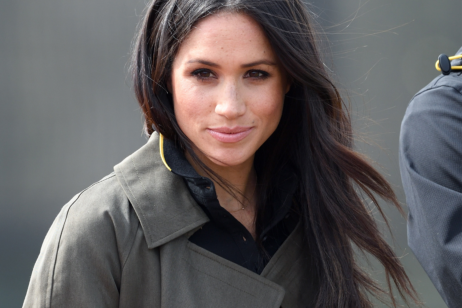 Meghan Markle Steps Out In 90s Style Boot Cut Jeans With