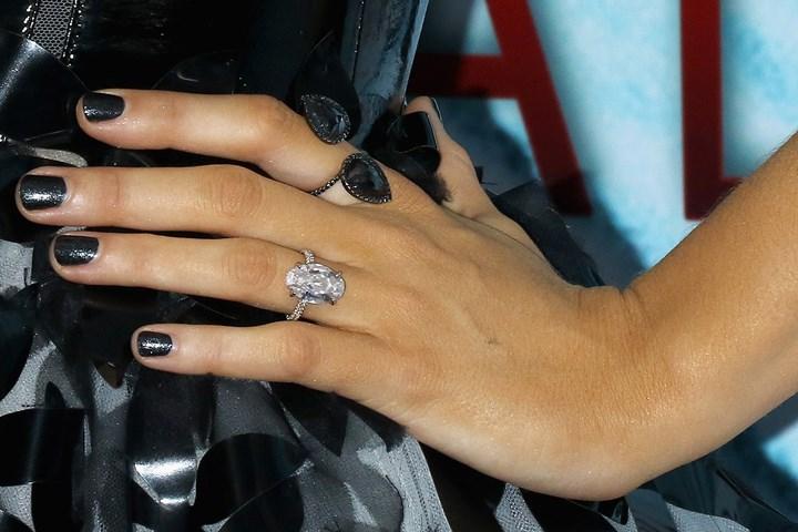 Blake Lively Wedding Ring.Justin Bieber Picked Hailey Baldwin S Engagement Ring Because Of