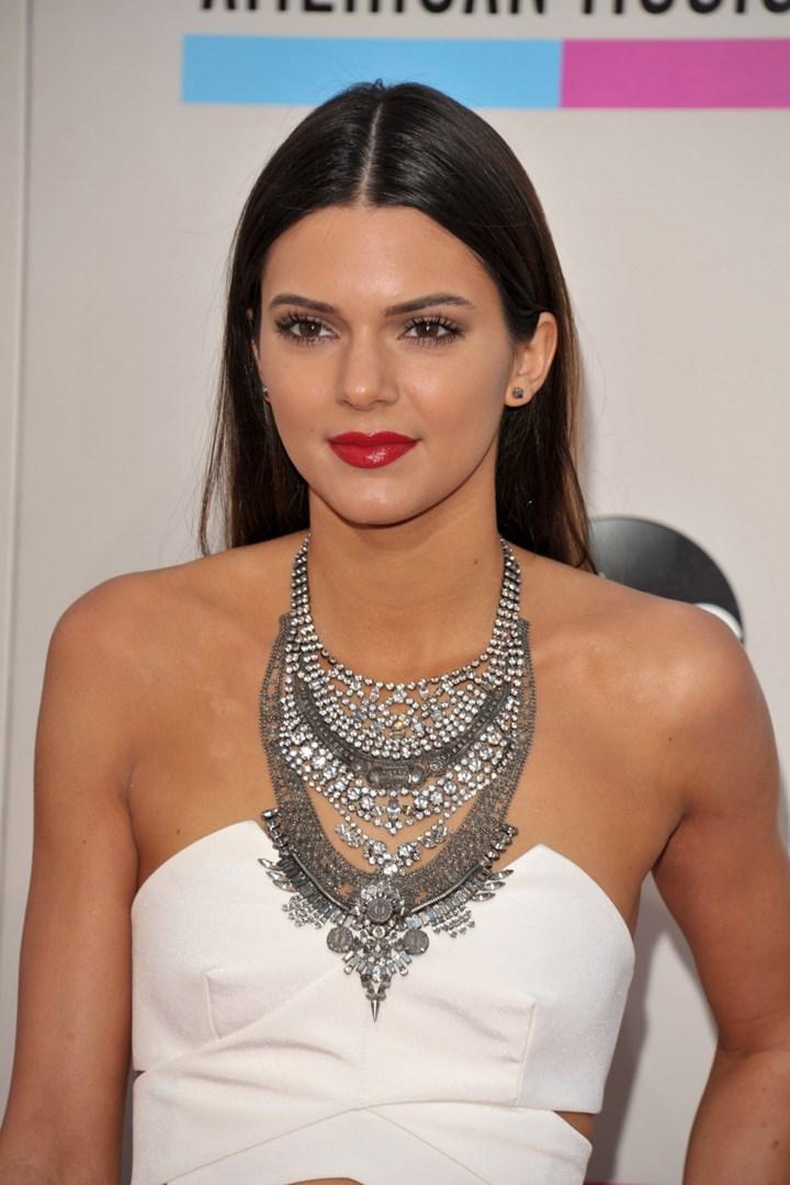 Kendall Jenner Plastic Surgical procedure: Earlier than and After, dermalfillerbeforeandafter