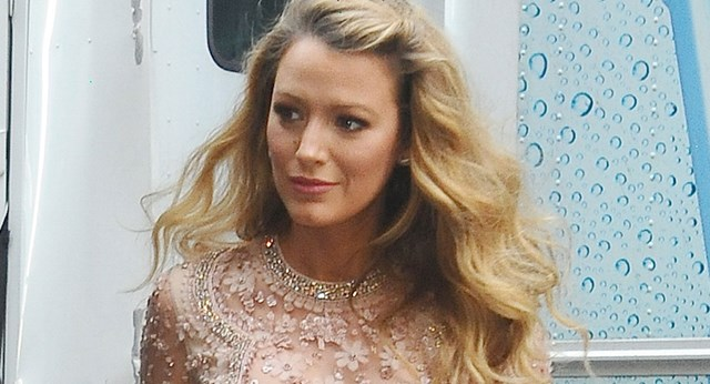 Blake Lively Steps Out In Gorgeous Maternity Outfit