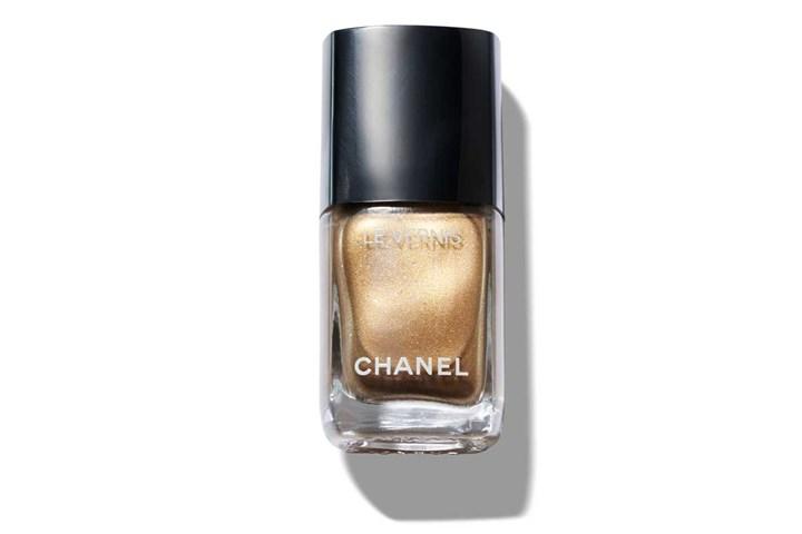 Chanel gold le vernis nail polish