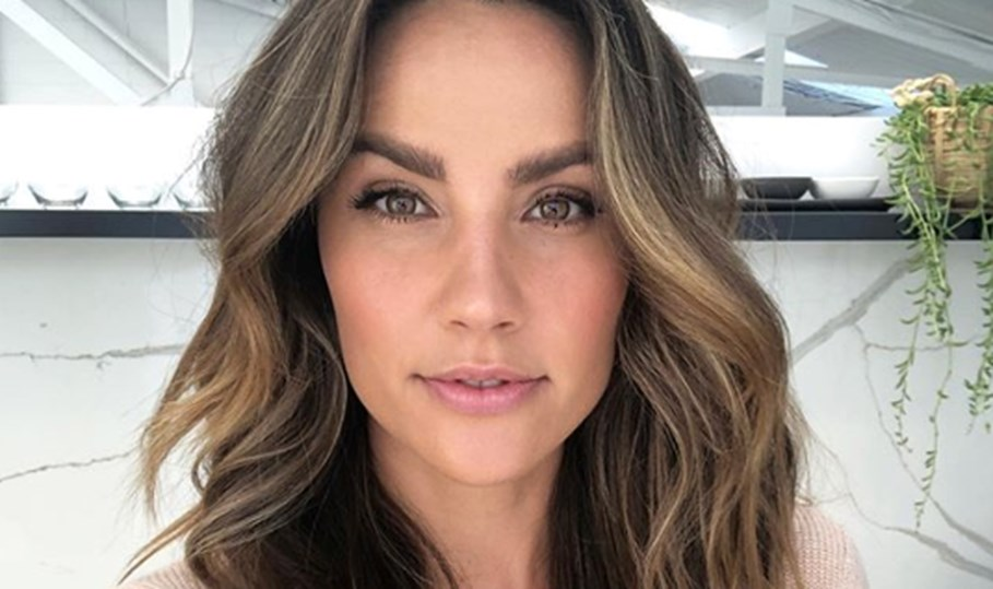 Rachel Finch's Controversial Bath Time Ritual For Detoxifying And Alkalising